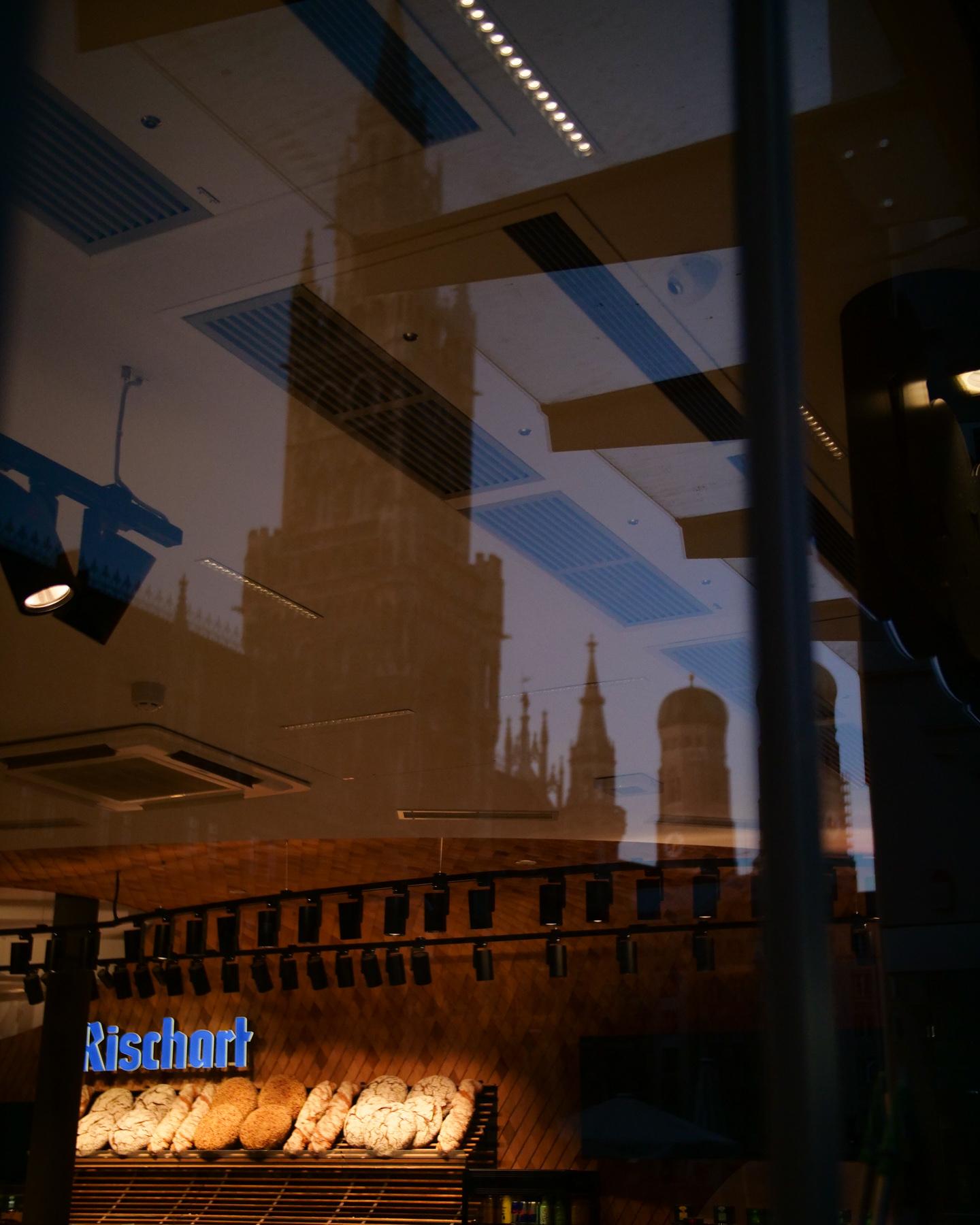 Glasfassade Cafe Rischart am Marienplatz in München